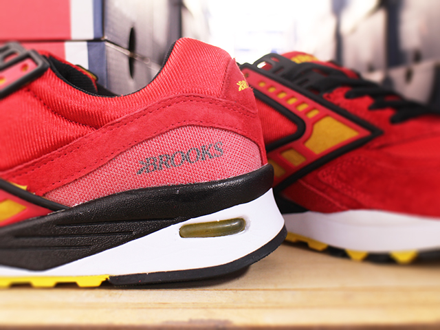 "BROOKS HERITAGE REGENT ""HIGHRISK RED/VIBRANT YELLOW/BLACK""01"